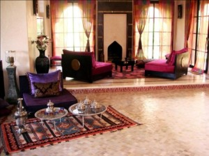 51-Relaxing-Moroccan-Living-Rooms-with-white-pink-purple-wall-pillow-carpet-carpet-table-fireplace-window-curtain-and-ceramic-floor-flower-decor